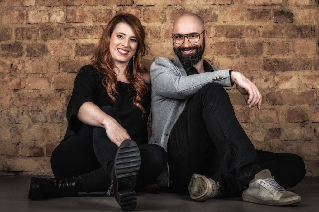 Die Friseurmeister Eileen Karr und Sebastian Kulas