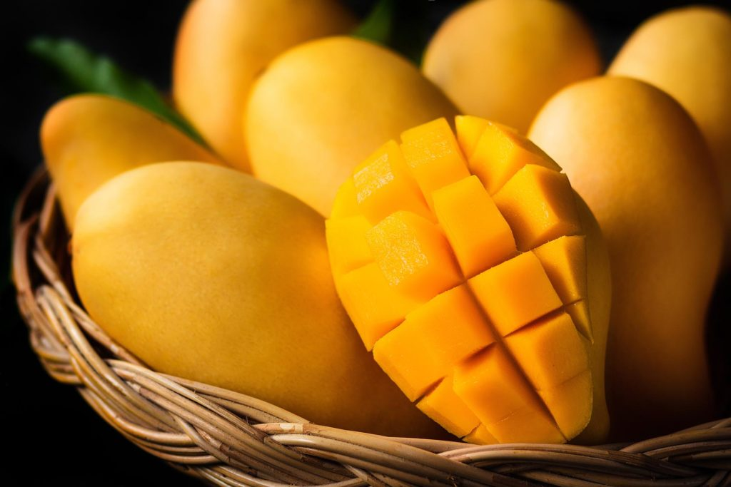 Mangos in einem Korb